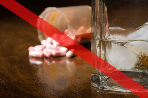Image of pills and an alcoholic drink