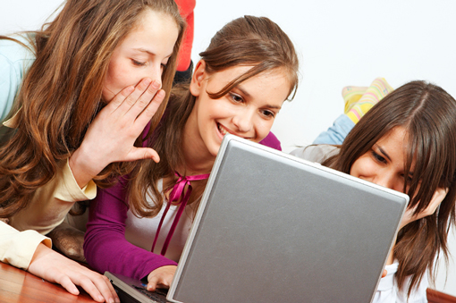 Young girls around a computer screen