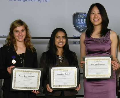 Addiction Science Award Winners Darby Schumacher (2nd place), Yamini Naidu (3rd place), Sarah Pak (1st place), and Susan Weiss, Chief Judge for NIDA.